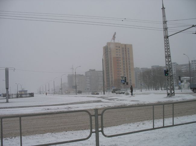 Город накрыла белая мгла - метель продолжается почти сутки (фото)