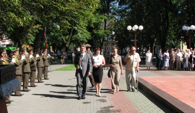 Активисты областной организации БСДП возложили цветы к памятнику «Освобождение» на площади «Свободы»