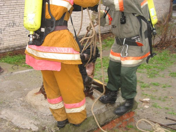 В канализационном колодце обнаружен труп мужчины (фото)