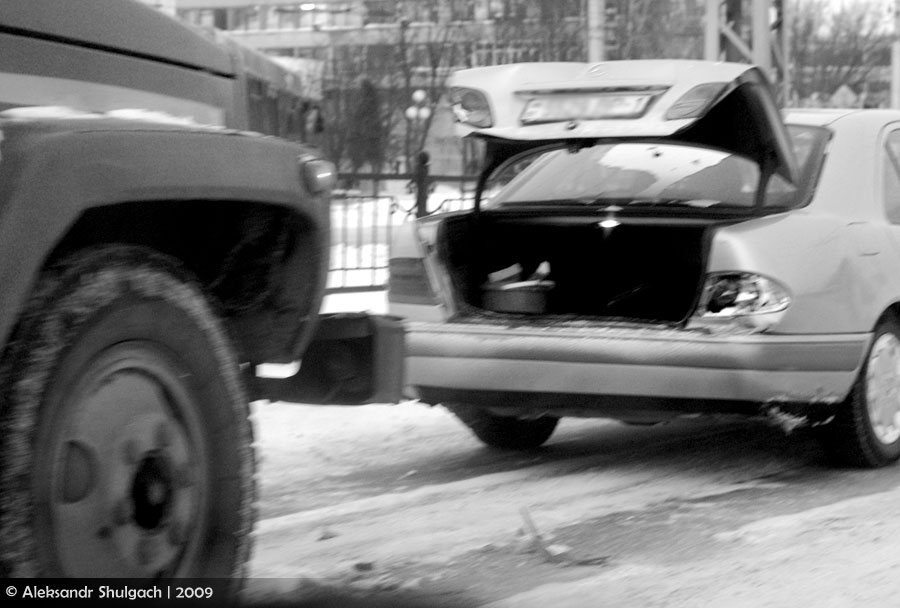 Зима: детям - радость, водителям - головная боль (фото)