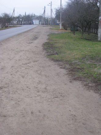 Дети в Гершонах ходят в школу по проезжей части