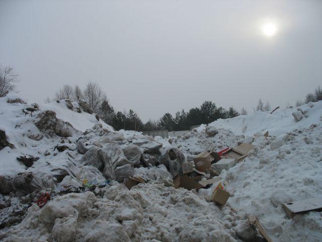 На Плоске снег с улиц города уже некуда сгружать. Фото с места складирования вывезенного снега