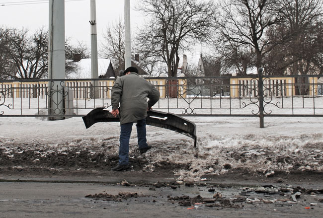 """На остановке """"Зеленая"""" в ДТП попали сразу несколько автомобилей (фото)"""