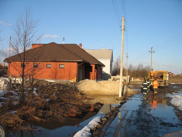 Еще несколько новых фото из зоны подтопления частных домов в Задворцах