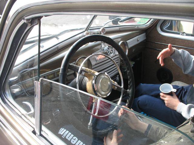 Сегодня проходит выставка ретро-автомобилей (фото)