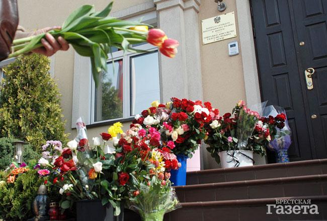 Брестчане скорбят вместе с польским народом (ФОТО)