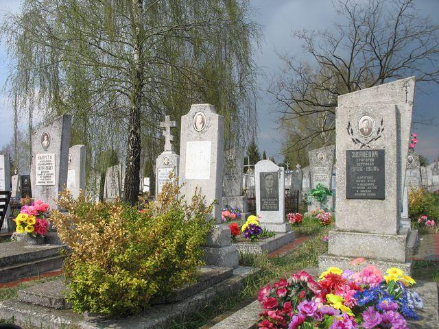 Радуница  с разных кладбищ Бреста