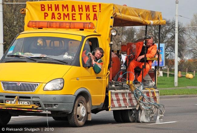 Дорожные заметки - в Бресте дорожники активно рисуют разметку (фото)