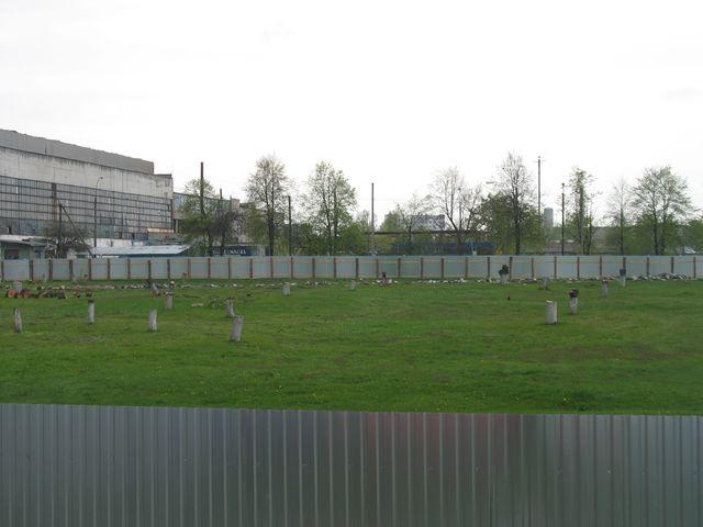 Еще один сад в Бресте пошел под пилу - как за забором скрывают вырубку