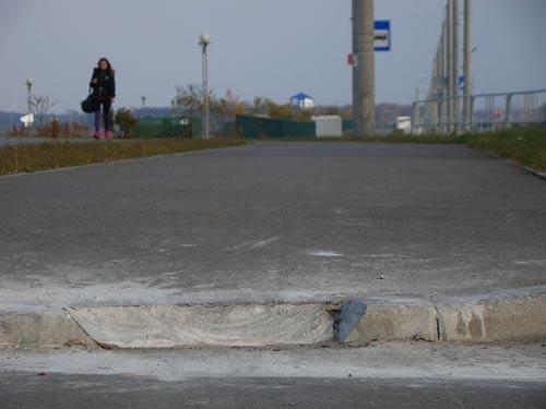 В Бресте неизвестные срезают до нуля барьеры на велодорожках (фото)