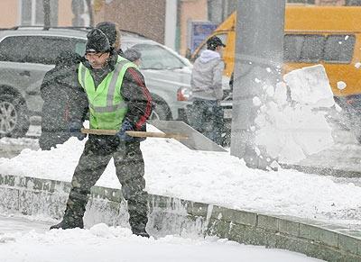 Снегопад нарушил графики движения общественного транспорта в Бресте (добавлены фото)