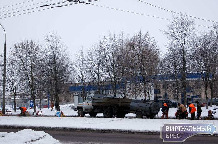В городе начали делать ямочный ремонт - первая на очереди Я. Купалы