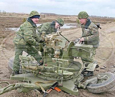 Новобранцам 38-й мобильной бригады продемонстрировали возможности боевой техники и вооружения