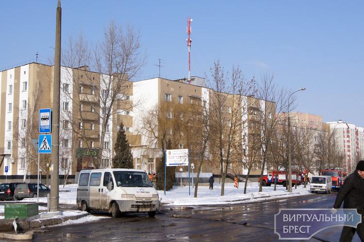 """Брестские спасатели провели учения в гостинице """"Юность"""""""