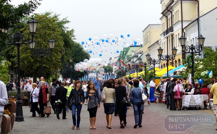 Выставка-ярмарка ремёсел проходит на ул. Советская в Бресте