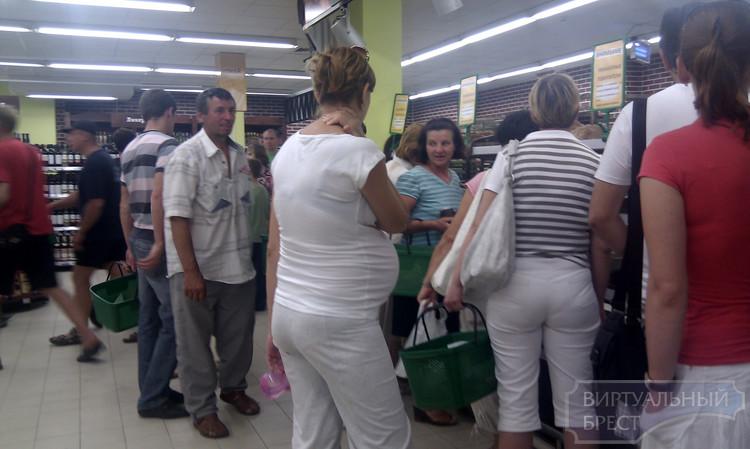 В Алми полотенца по 100 т. и очереди за фирменным хлебом