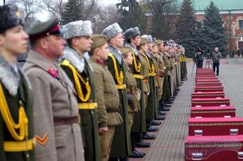 В Брестской крепости под плитами на площади Церемониалов захоронили останки 58-ми защитников крепости