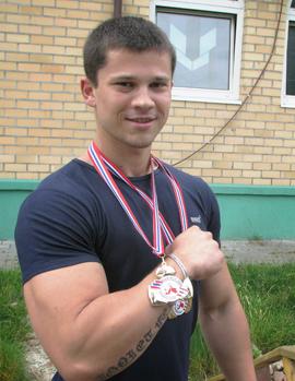 Армрестлер Виктор Братченя завоевал на чемпионате Европы две золотые медали