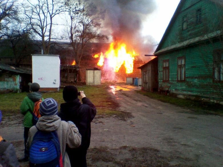 В центре Бреста - пожар, сгорел заброшенный дом