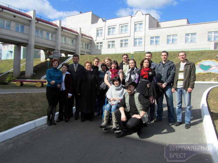 """Брестская волонтерская группа """"Посланники добра"""" посетила дом-интернат для детей инвалидов"""