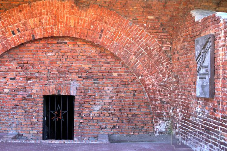 В Брестской крепости украли мемориальную плиту