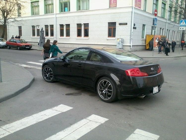 """Герой парковки в Бресте: """"Инфинити"""" закон не писан?"""