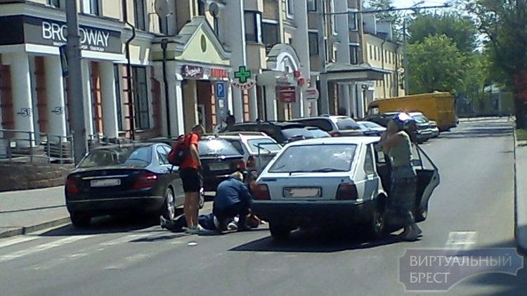 На ул. Комсомольской в Бресте сбили человека на переходе