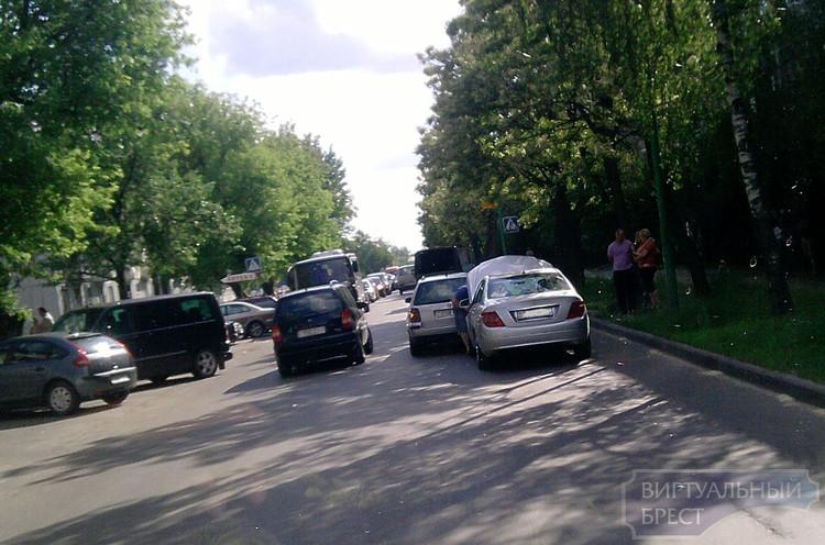 ДТП на ул. Жукова стало причиной автомобильной пробки