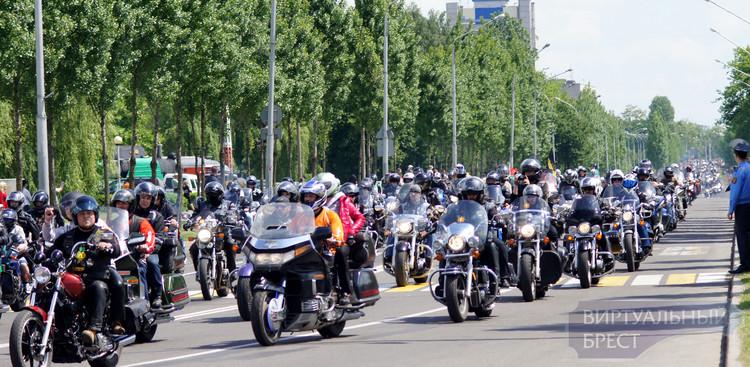 Тысячи байкеров проехали по Бресту