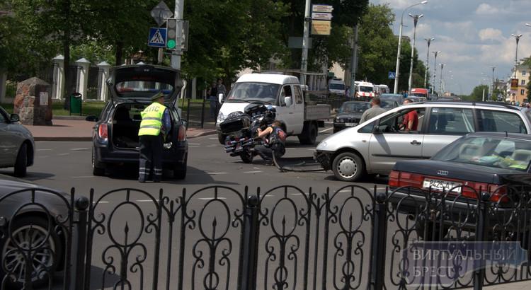 Авария с участием байкера на перекрёстке ул. Гоголя - Ленина