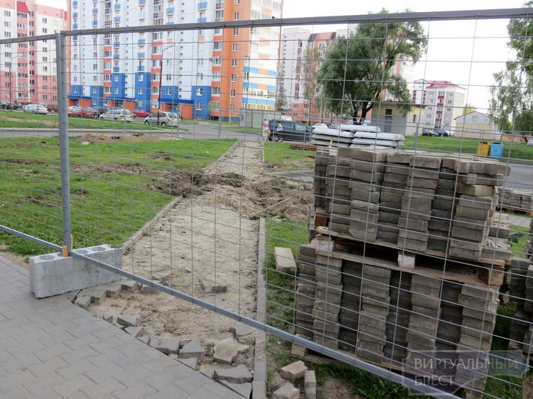 Жильцы ул. Суворова против электромагнитного уплотнения их дворовой территории