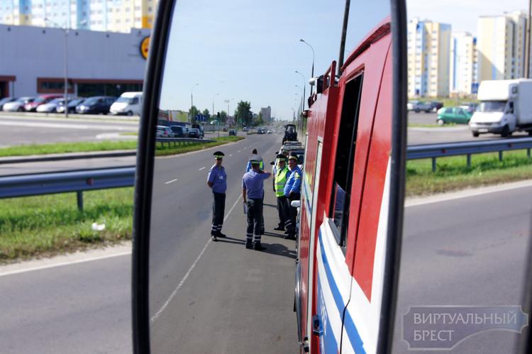 В ГАИ разъяснили, должны ли велосипедисты и пешеходы пропускать спецтранспорт
