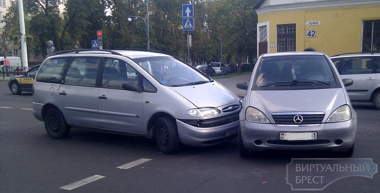 На перекрёстке ул. Ленина и ул. Гоголя произошло ДТП