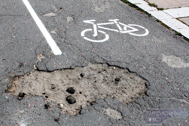 В Бресте велосипедную проблему решают при помощи кисти