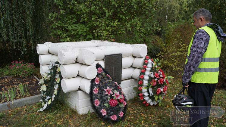 В д. Прилуки состоится церемония перезахоронения останков у памятника «Колодец»
