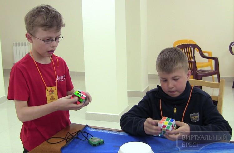 В Бресте состоится международный чемпионат по скоростной сборке кубика Рубика (спидкубинг)
