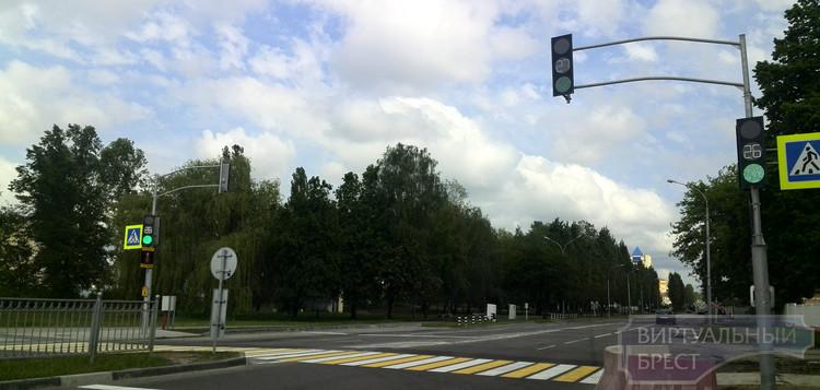 Закрывается движение через ЖД переезд по проспекту Машерова