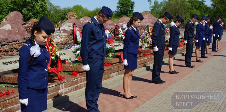 Наследники ветерана из Якутии преодолели 7,5 тыс. км, чтобы встретить День Победы в Бресте