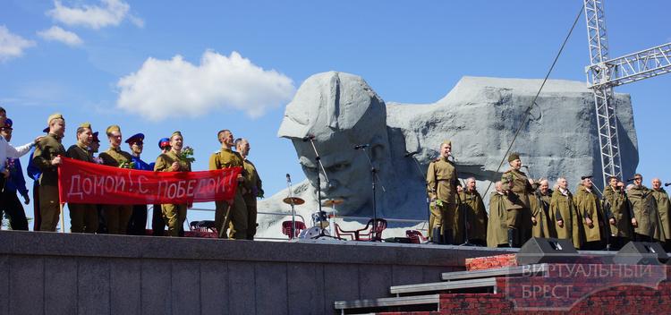 Более 70 тыс. человек приняли участие в праздничных мероприятиях в Брестской крепости