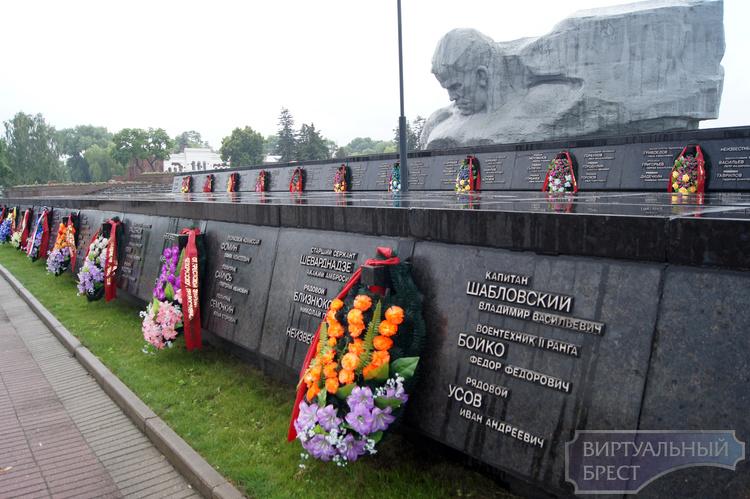 Памятный знак жертвам войны открыли в Ивановском районе в день его освобождения