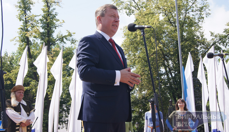 Мэр Бреста Александр Рогачук поздравил горожан с праздником