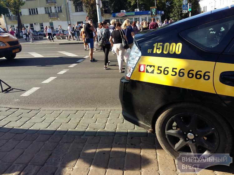"Руководство такси ""Сити"" прокомментировало ситуацию с аварией на Машерова"