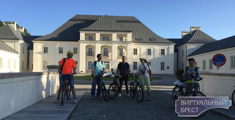 """На велосипедах до """"Подлясской Швейцарии"""" вдоль Буга проехали брестчане в эти выходные"""