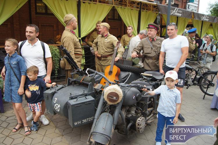 Атмосферу последнего мирного дня 1941 года воссоздали в Бресте
