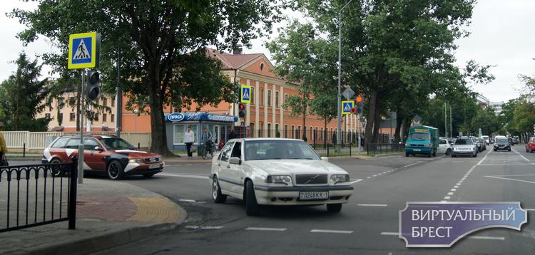 Брестчане просят расширить перекрёсток Пушкинская - Папанина и избавить их от пробок
