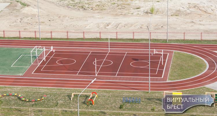Жители микрорайона ЮЗМР-4 тоже хотят, чтобы их дети могли пользоваться школьным стадионом