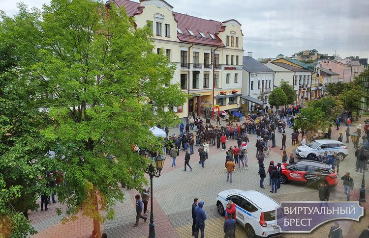 """Некто Так Сяк утверждает, что за """"стояние"""" в очереди за Тихановскую дают по 2 рубля"""