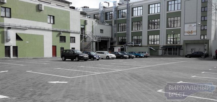 """Новая платная стоянка открылась возле """"Колхозки"""". Но мы знаем, как парковаться на ней бесплатно!"""