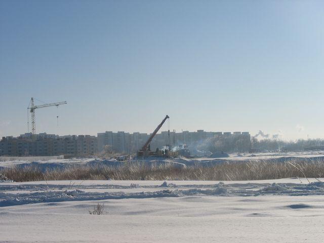 Стройка нового микрорайона продолжается не смотря на мороз (фото)