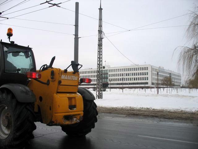 В город пришла первая за месяц оттепель - уборка снега в полном разгаре (фото)